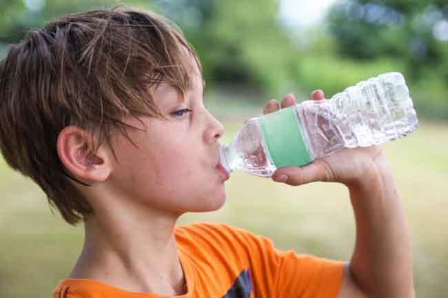 गर्मी के मौसम में बच्चो को बीमारियो से बचाने के लिए और उनके अच्छे स्वास्थ के लिए करें कुछ उपाए .
